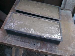 Ставим силиконовые мулды с люмобетоном на вибрационный стол