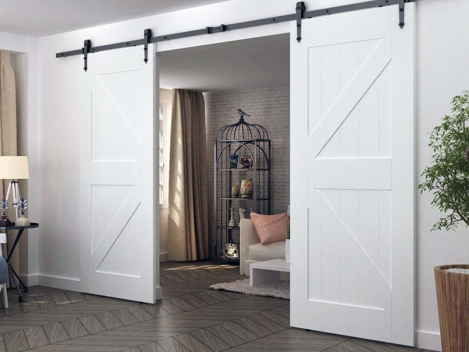 Установка изысканной двустворчатой двери-купе в комнате