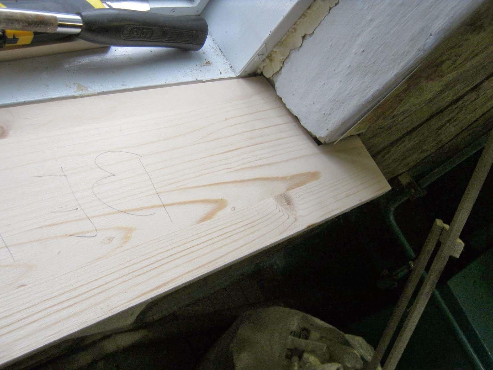 Простая установка деревянного подоконника