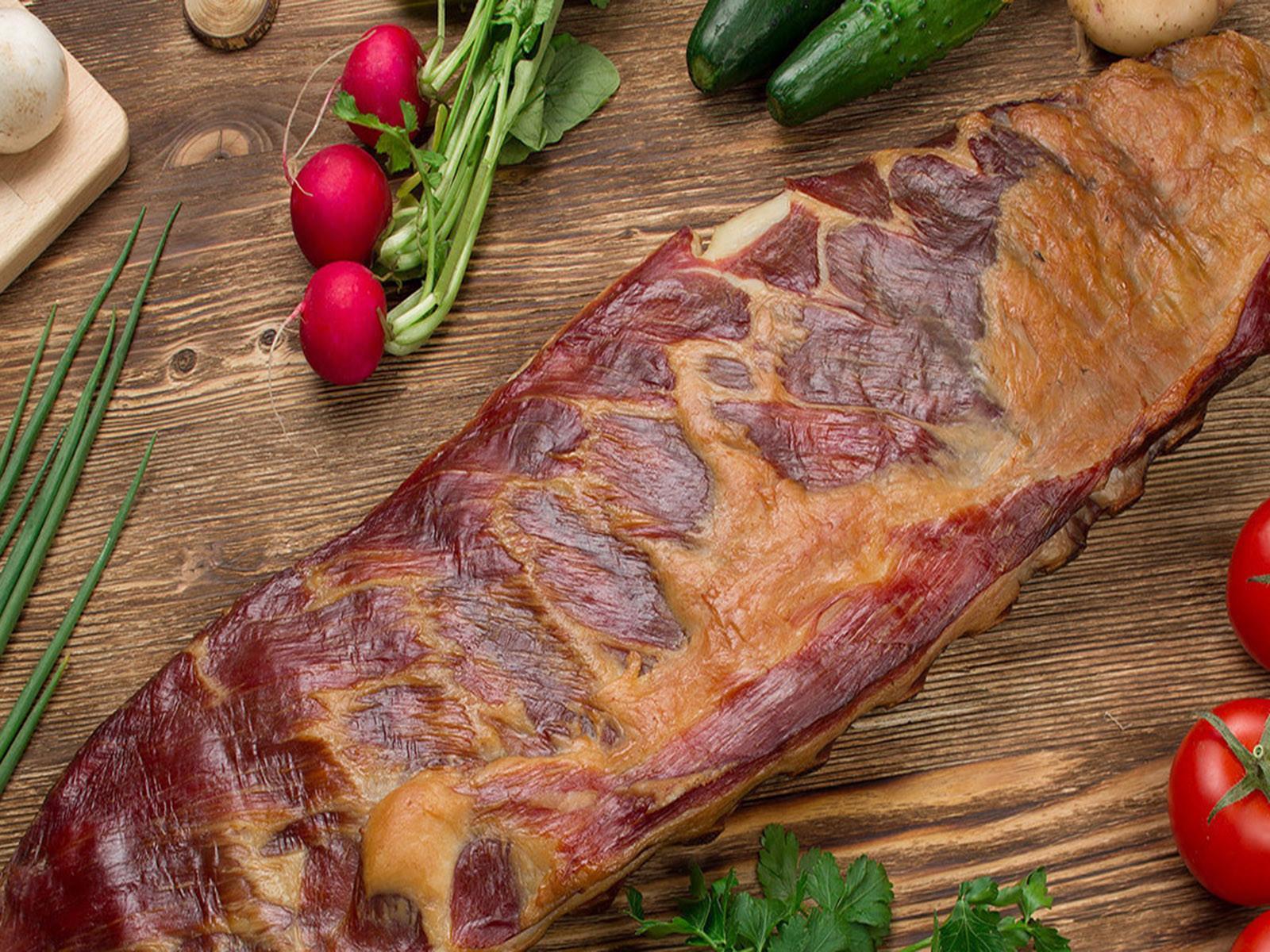 Готовка мяса на коптильне