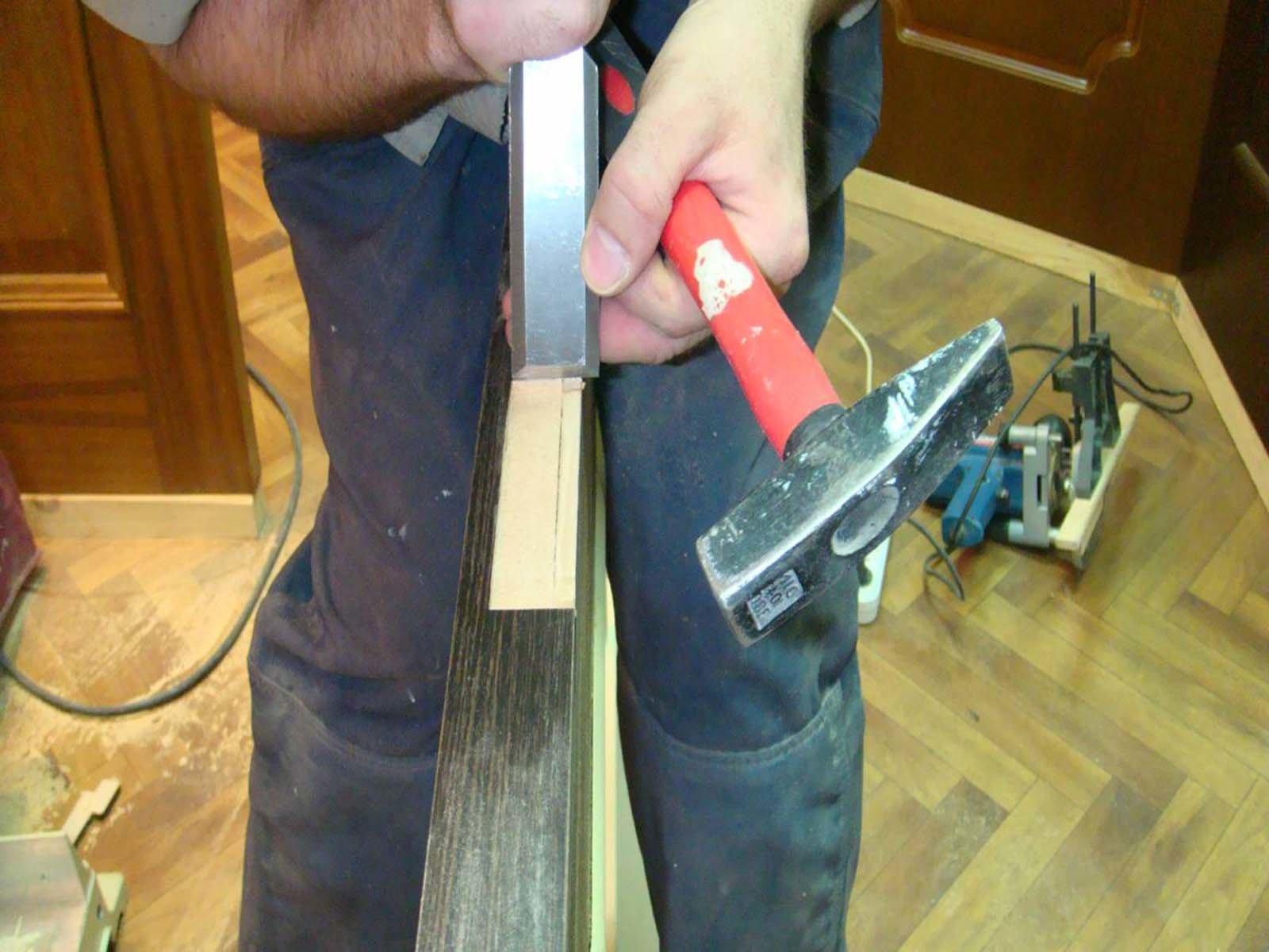 Делаем паз для петли в деревянной межкомнтаной двери