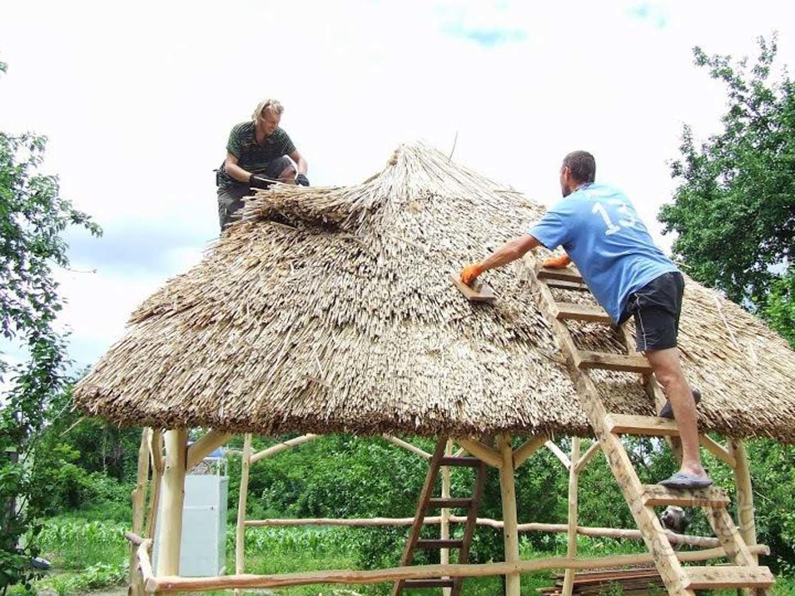 Делаем простую крышу из камыша для беседки