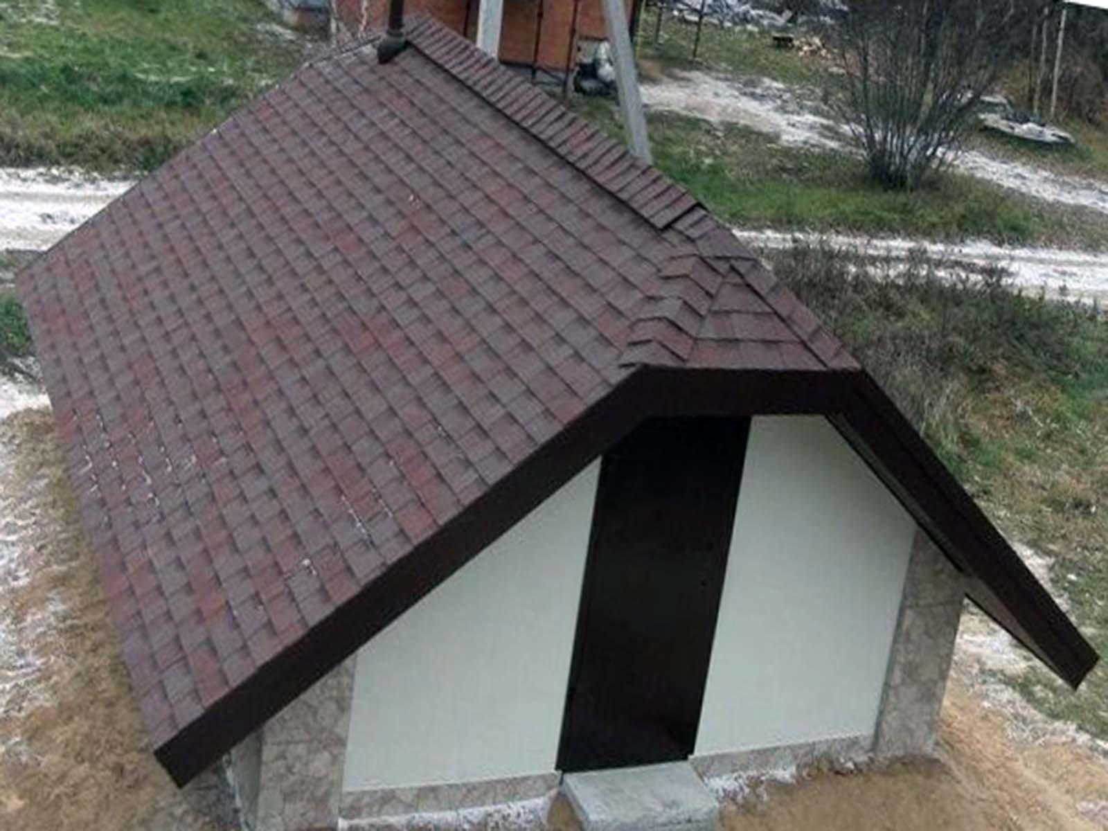 Крыша над дачным самодельным погребом
