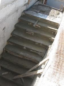 Бетонные ступени в самодельный подвал