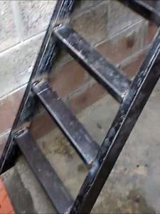 Плюсы и минусы металлических ступенек