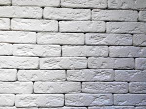 Гипсовая плитка в качестве декора стен