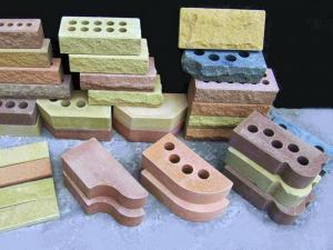 Прессованные кирпичи разнообразной формы и назначения.