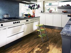 Характеристики водостойкого ламината и покрытие пола на кухне