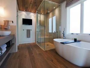 Характеристики влагостойкого ламината 33 и ламинатное половое покрытие в ванной