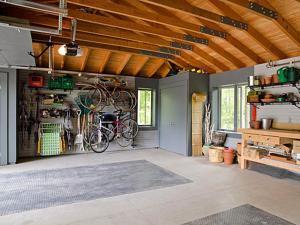 Естественное освещение в гараже