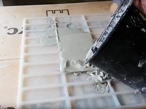 Приготовление раствора для гипсового кирпича