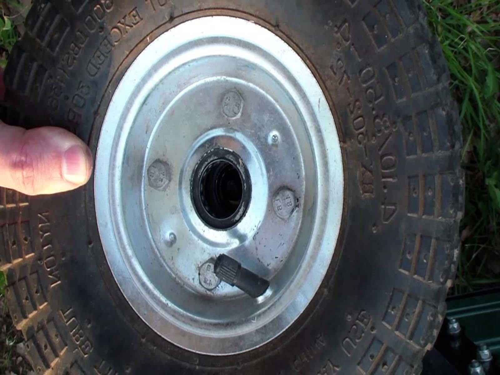 Подбираем необходимое колесо для садовой тачки