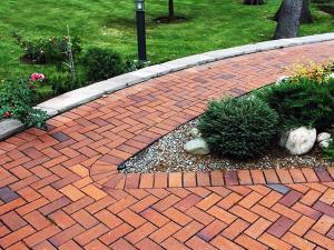 Создание дачных дорожек из тротуарной плитки