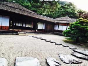 Каменные дорожки в японском саду