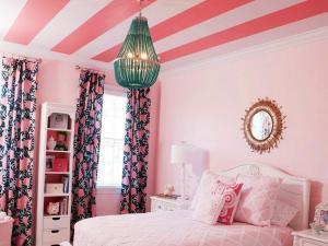 Розовое оформление спальни