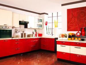 Выбираем красные оттенки для оформления интерьера на кухне