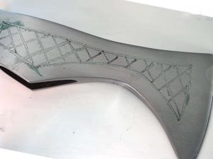 Наносим красивый орнамент на топор викинга