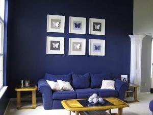Насыщенный синий цвет в гостиной в 2019 году