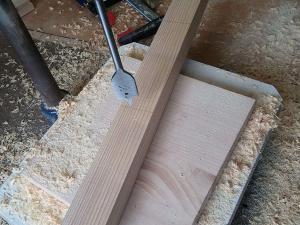 Траверсу подвесного гамака делаем из обычного деревянного бруса