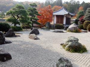Делаем традиционные японские бороздки в саду камней