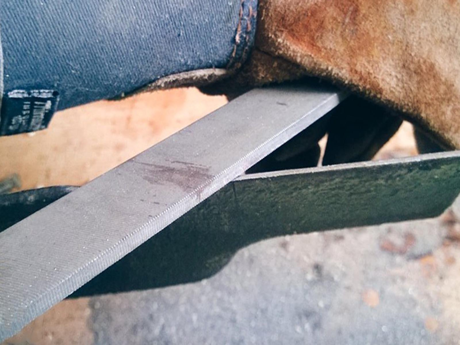 Как правильно затачивать нож на самодельной газонокосилке