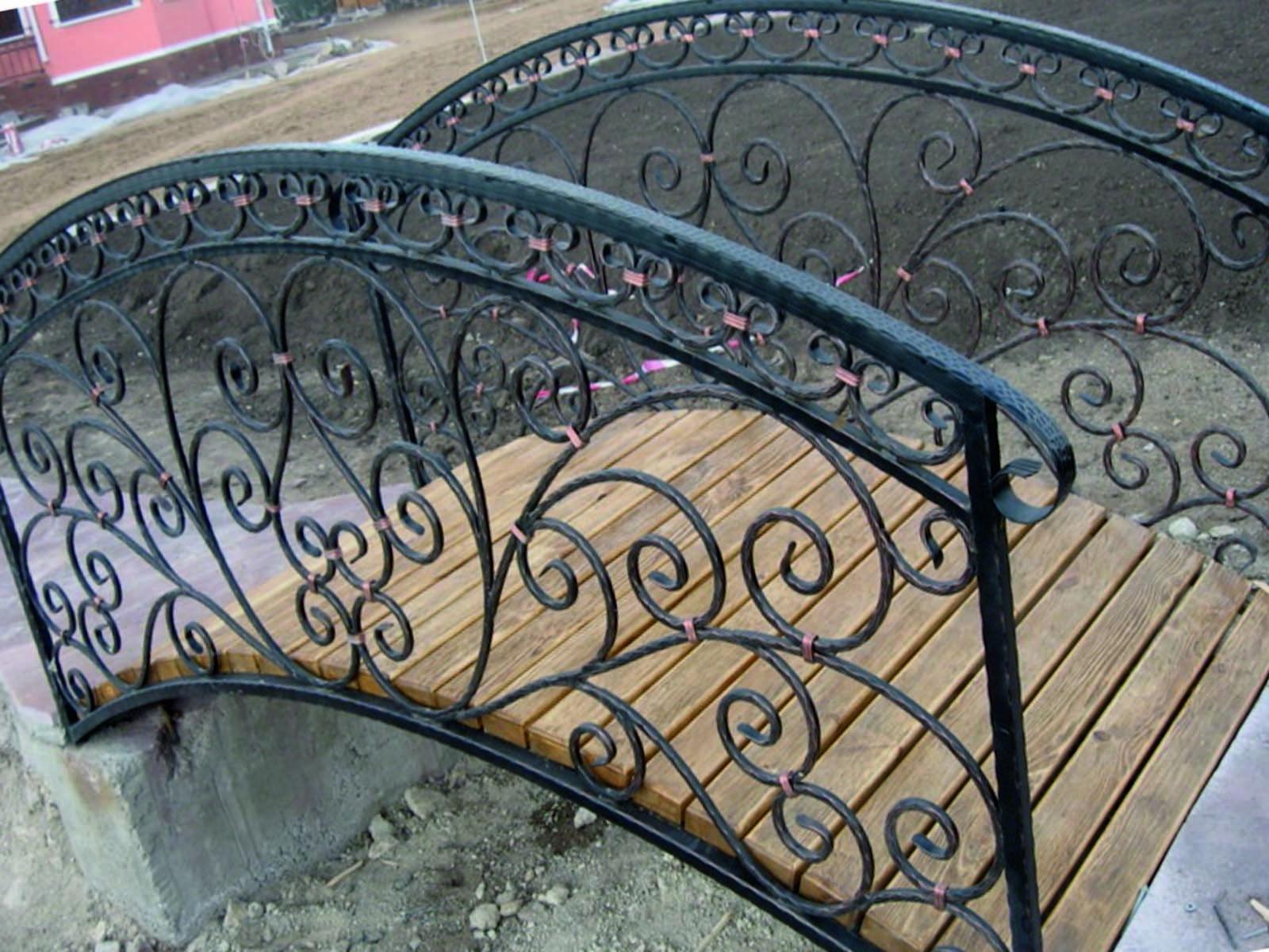 Металлический декоративный мостик