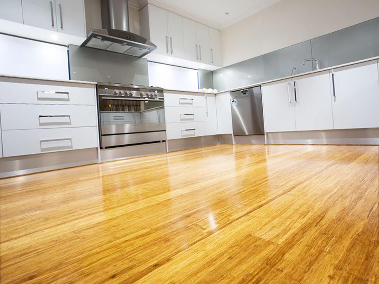 Бамбуковый пол на кухне - тенденция 2019-2020