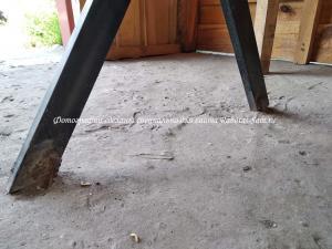 Надежное крепление деревянного стола