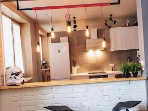 Вешаем на кухню лампочки без абажура
