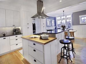 Многоуровневая кухонная столешница-остров