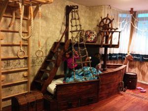 Украшаем детскую комнату пиратской тематикой