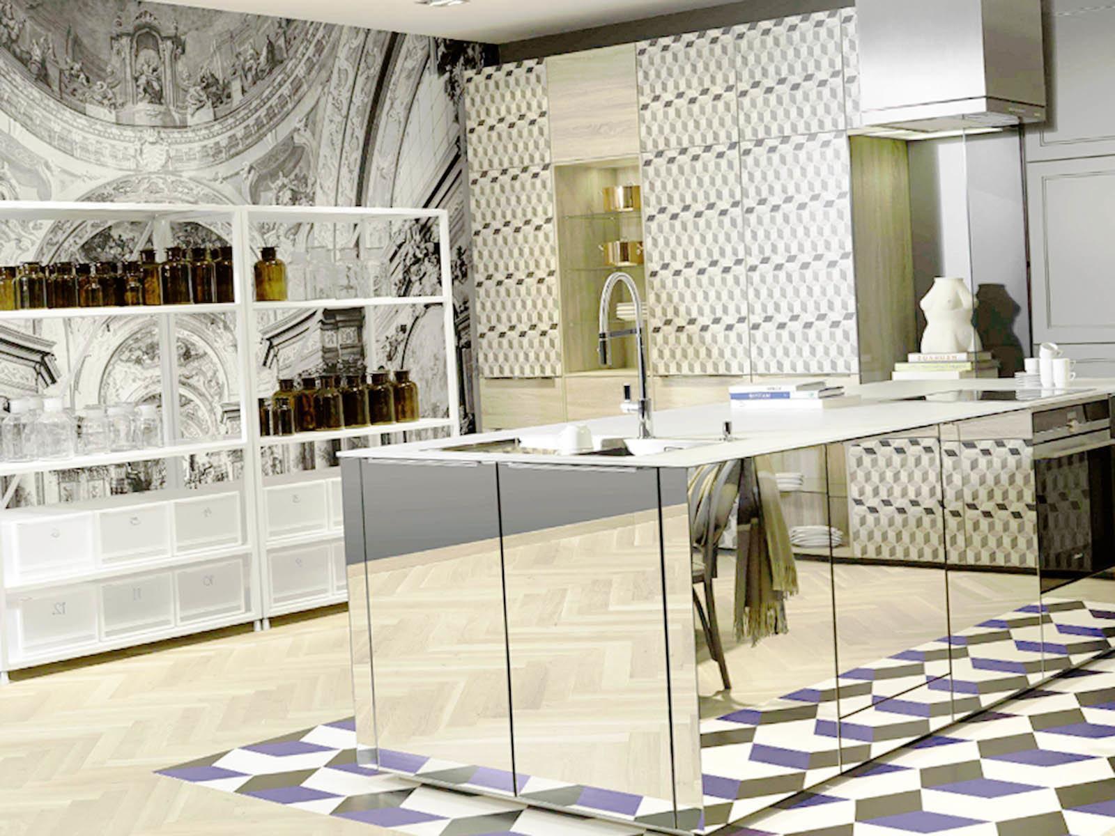 Добавляем в интерьер стандартный кухонный интерьер остров с зеркальной поверхностью