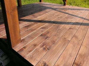Готовый пол деревянной беседки
