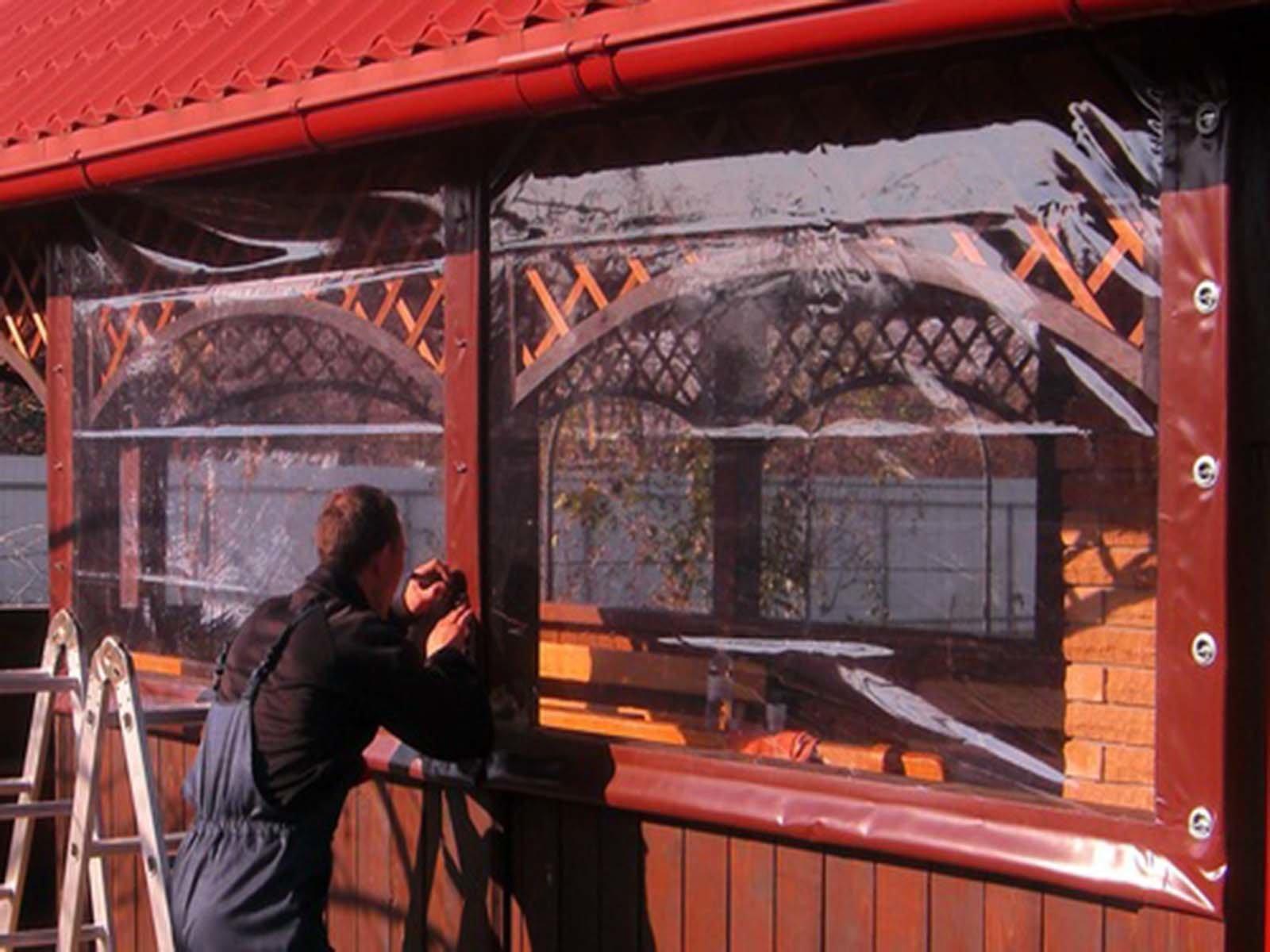Размечаем места, где будем крепить фурнитуру на гибкие окна