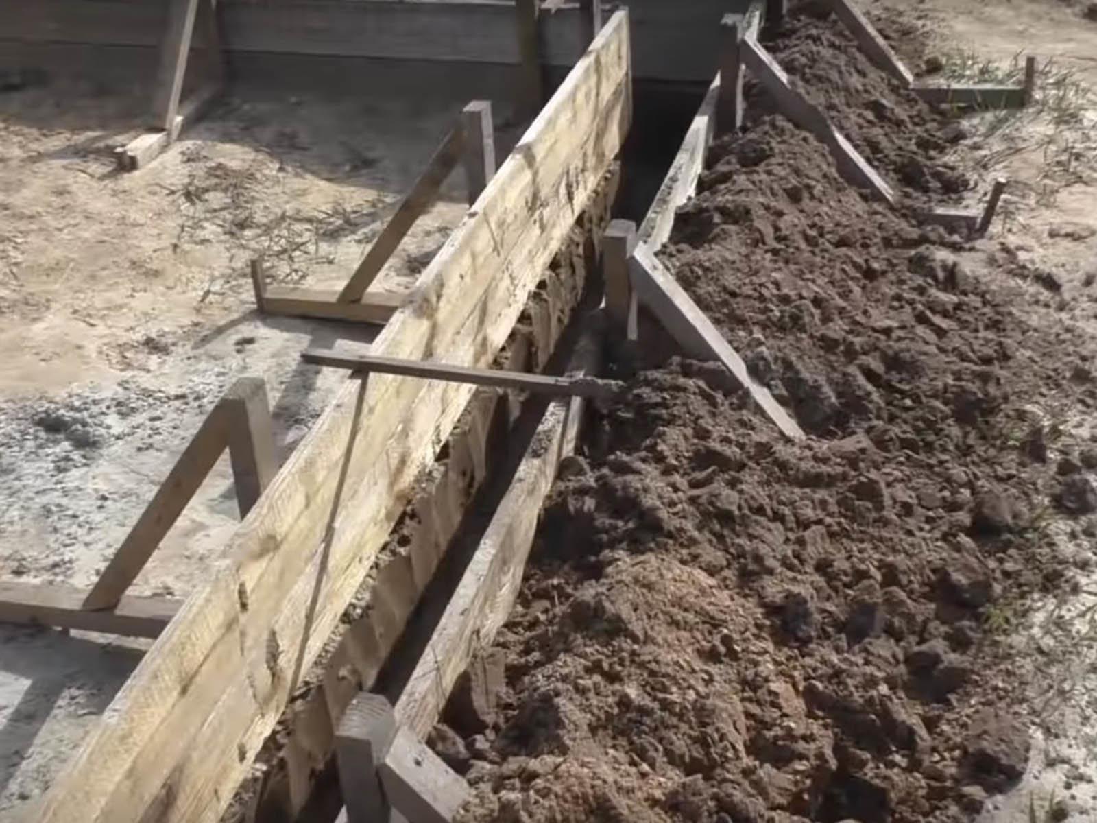 Изготовление простого ленточного фундамента под веранду