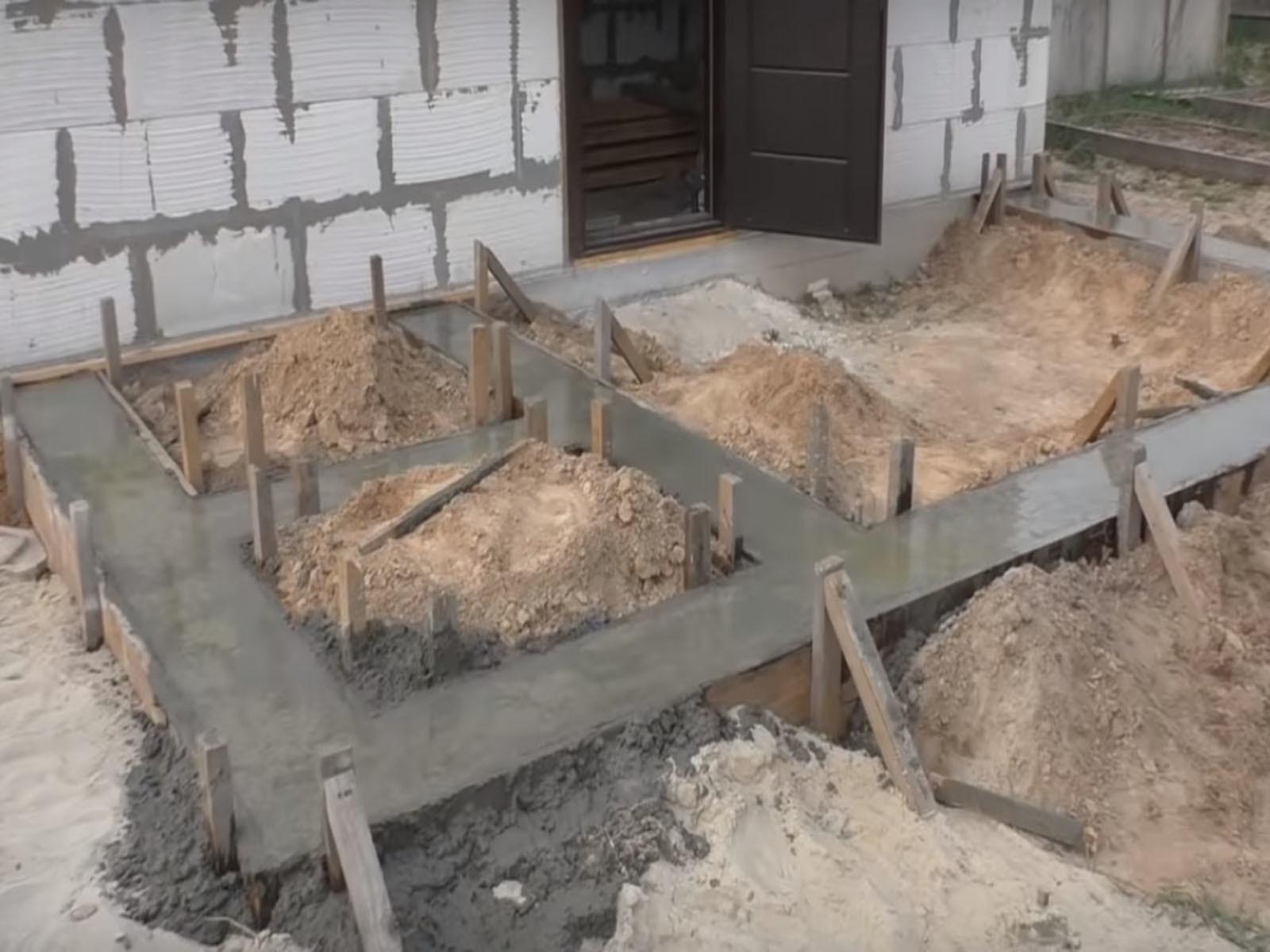 Готовый ленточный фундамент под веранду