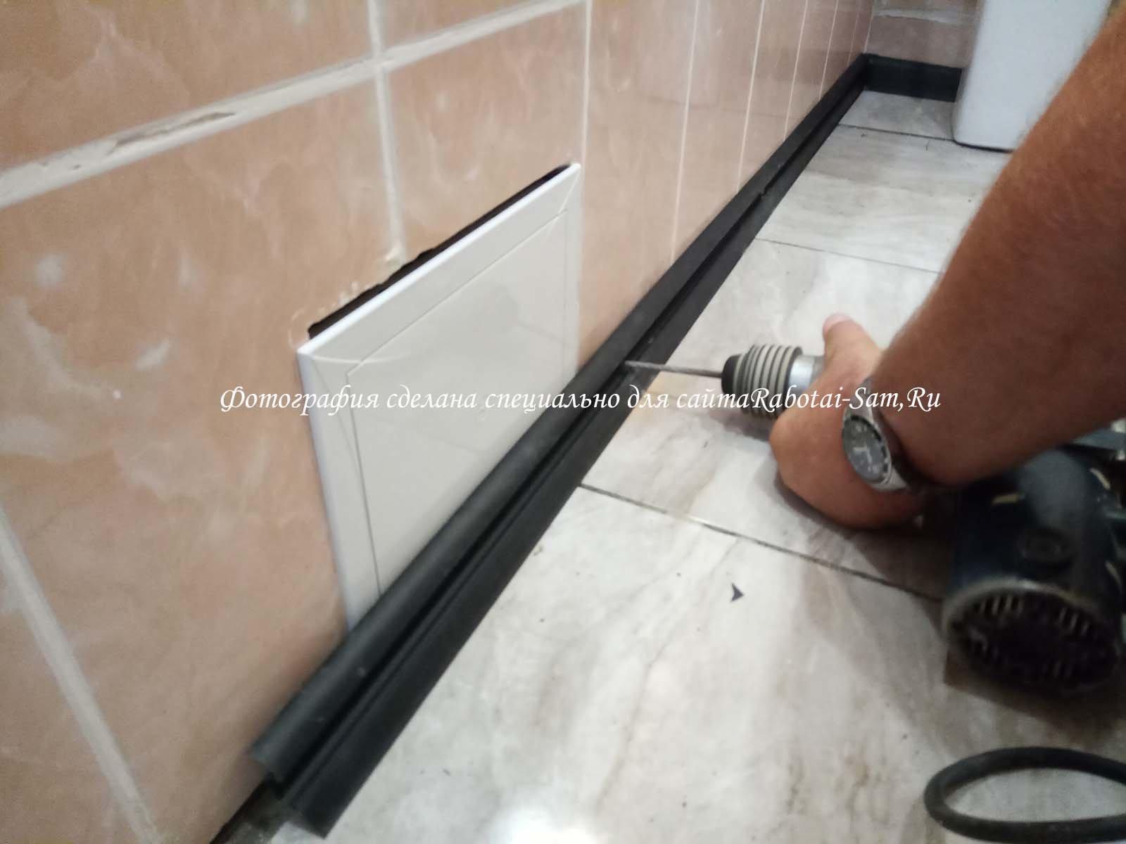Проводим установку плинтуса в ванной