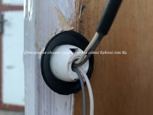 Подключаем провода к патрону подсветки