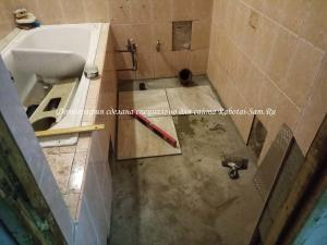 Начинаем укладывать кафель в ванной