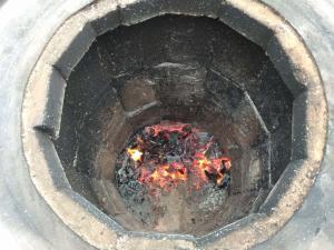 Так выглядит жар внутри тандыра из бочки