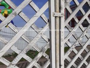 Простой деревянный забор для дачи