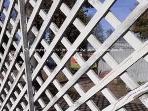 Деревянный забор для загородного участка