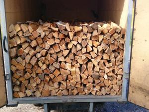 Хранение дров в дровнице на улице
