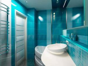 Смелое решение контрастного дизайна в ванной