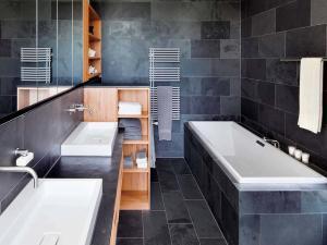 Контрастный дизайн в ванной комнате