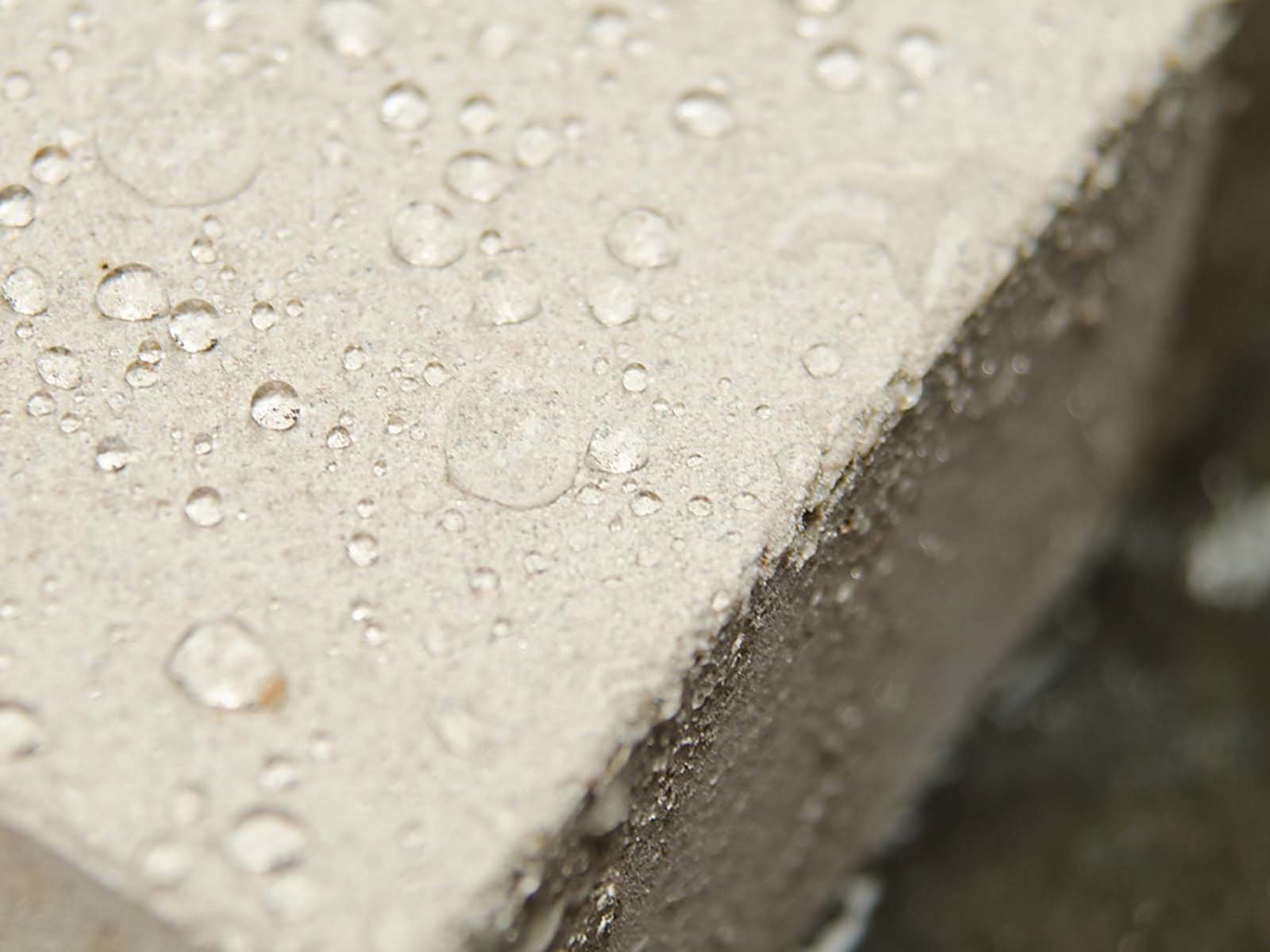 Добавление гидрофобных добавок в бетон