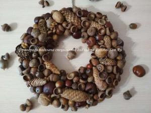 Самодельный декоративный венок из природных материалов