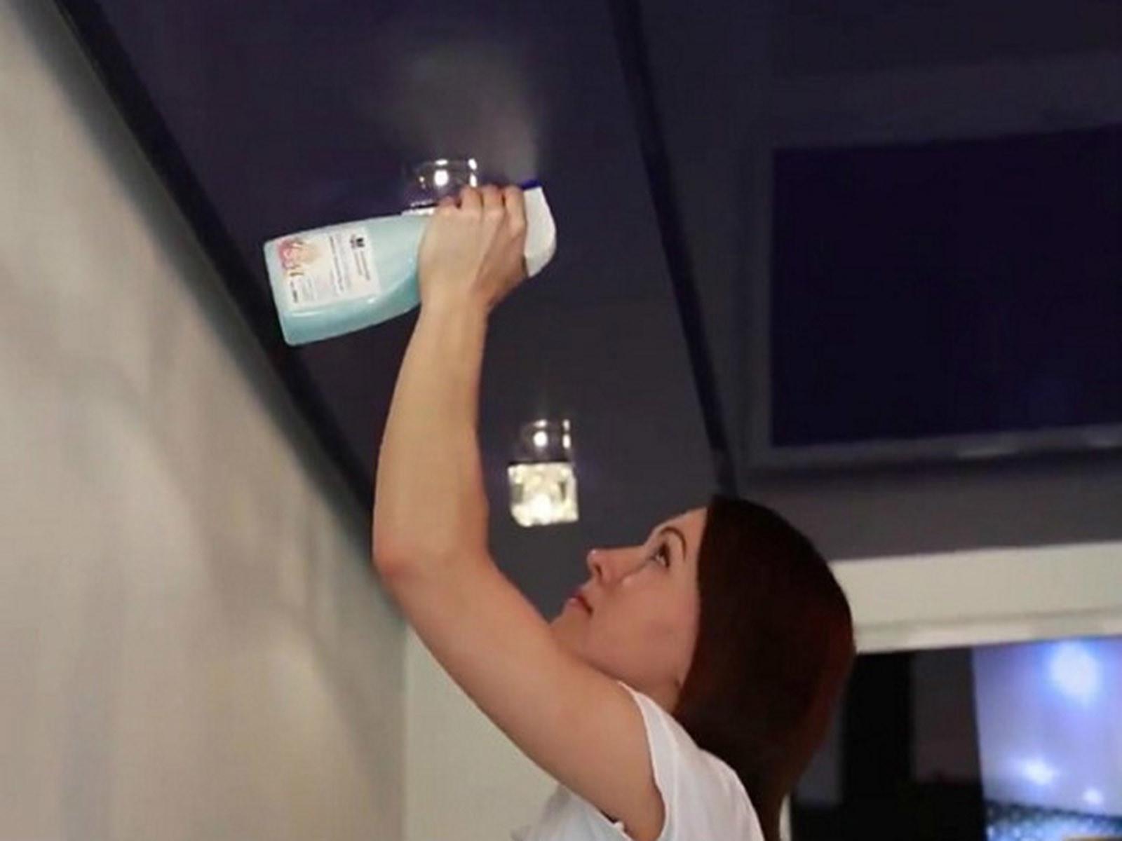 Приводим натяжной потолок в доме в порядок своими руками