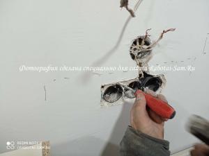 Демонтируем старую розетку со стены своими руками