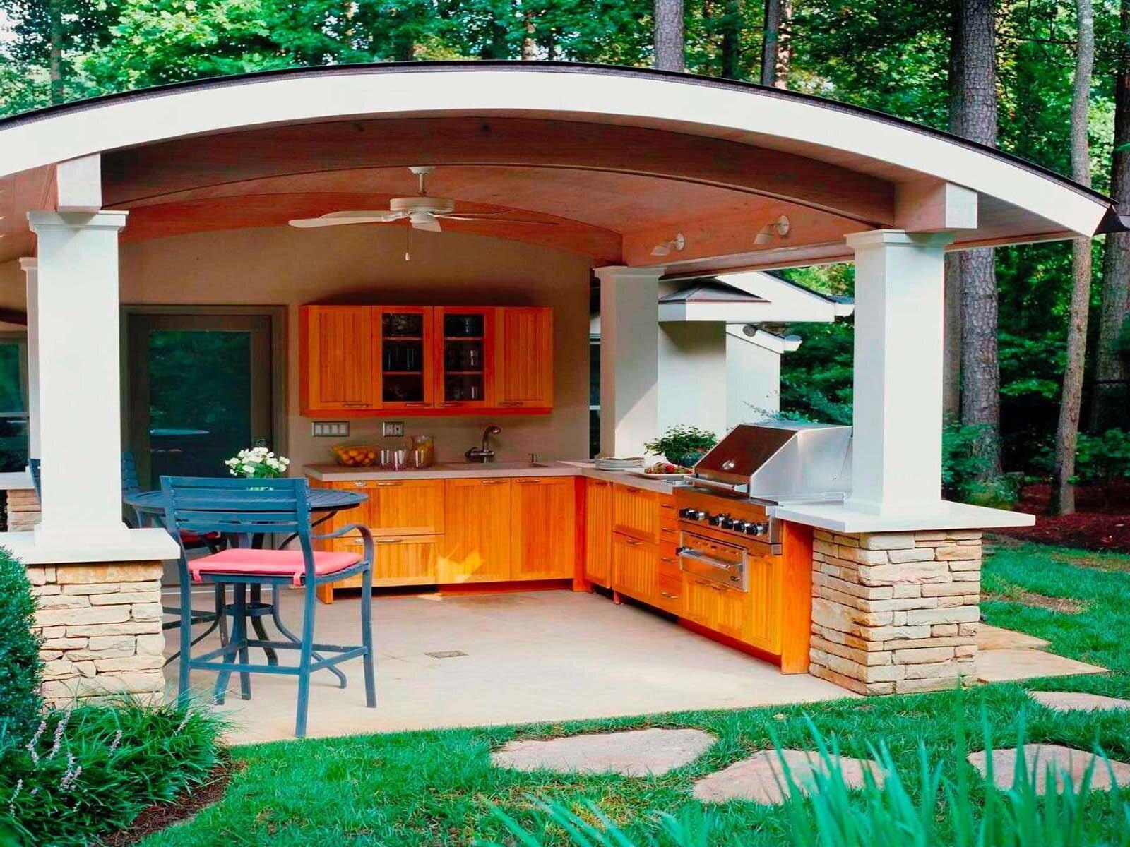 Как обустроить открытую кухню во дворе